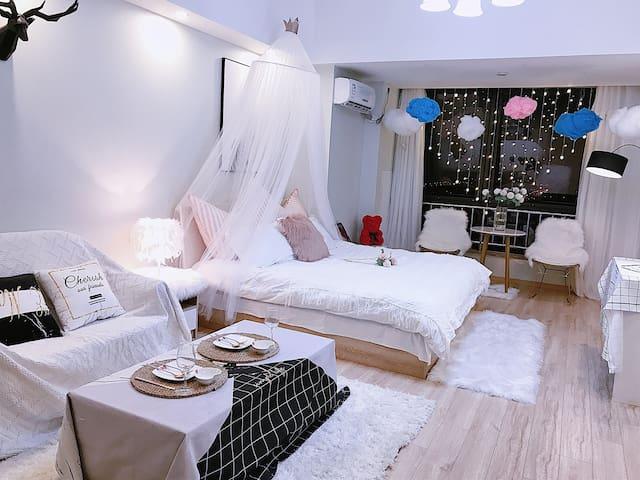 [万达茂]【水上乐园游乐场】[地铁口]浪漫云朵情侣大床房