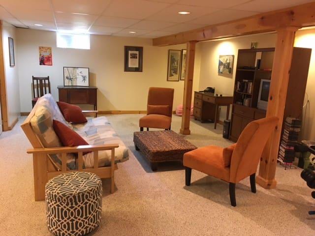 1 bedroom, large living room, quiet neighborhood - South Burlington - Ház