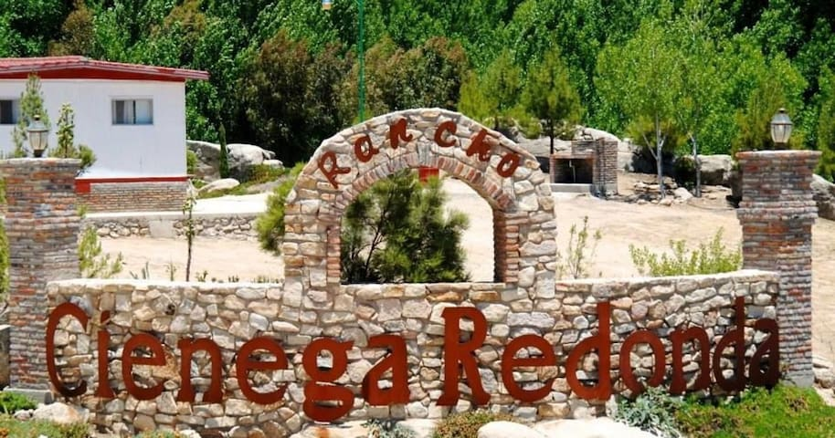 Complejo rústico en Rancho Ciénega Redonda