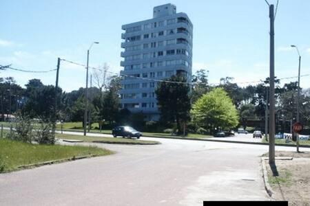 Apartamento a 3 cuadras de Mansa y Punta Shopping - Punta del Este
