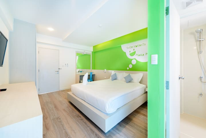 Green room King Bed in Phuket Town 4