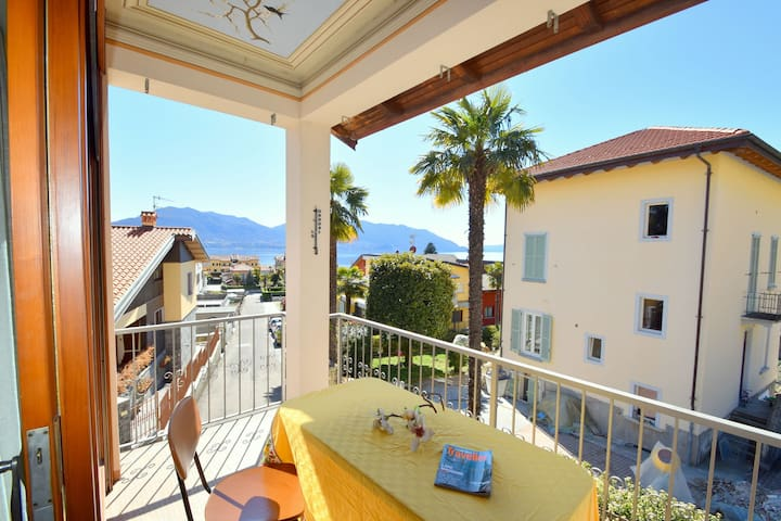 Village Apartment in Cannero Riviera with Balcony