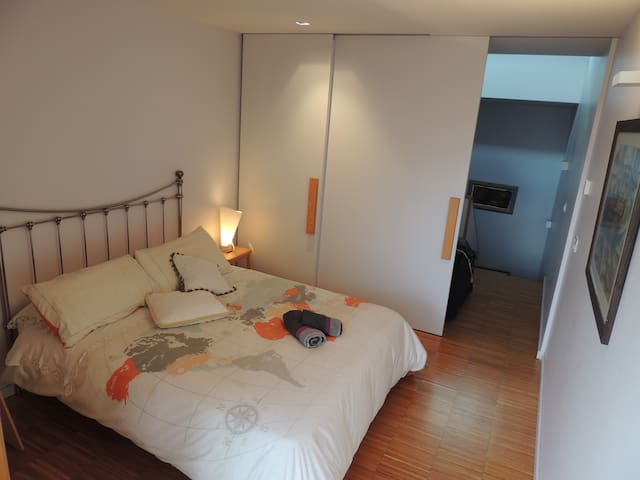 Single/Double Room - panoramic view to Cathedral - Santiago de Compostela - บ้าน