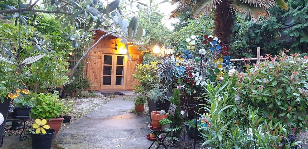 Joli studio atypique tout confort dans jardin