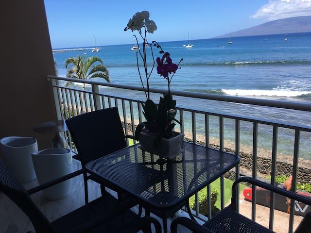 Oceanfront Lahaina 2 bedrooms
