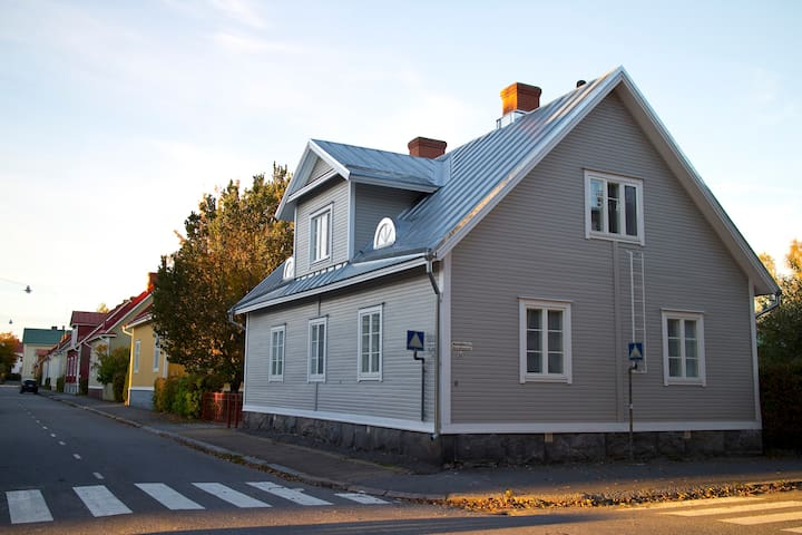 Cosy upstairs apartment nearby city centre - Vaasa - Apartment