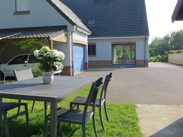 Chambres dans la maison bleue de Dainville - Dainville - House