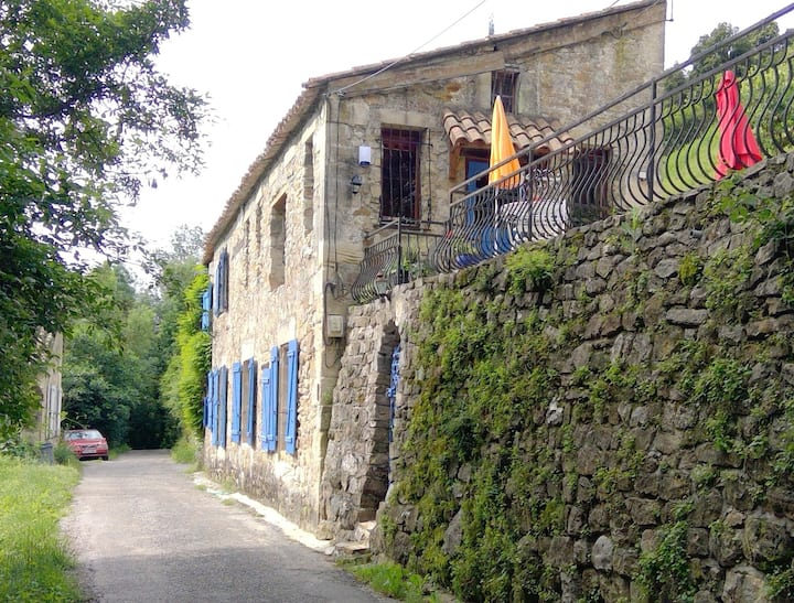 Attractive old stone cottage  2kms from Lodeve