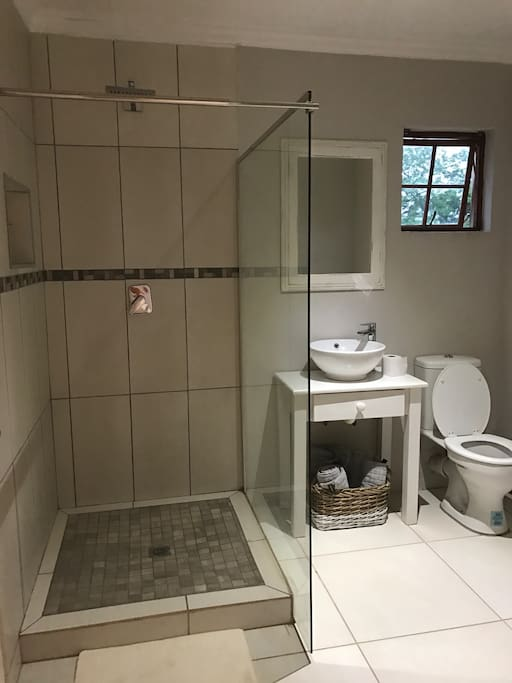 Private Studio Shower Toilet