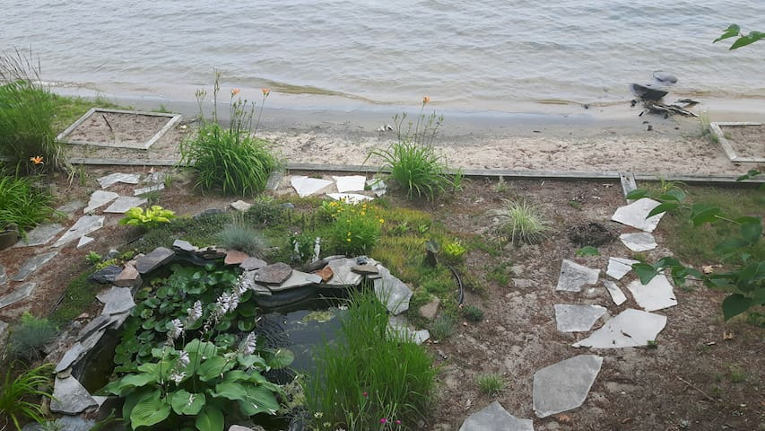 Cottage on beautiful Six Mile Lake Muskoka