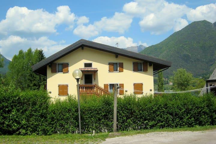 Accogliente appartamento per vacanze ad appena 50 metri dal Lago di Ledro