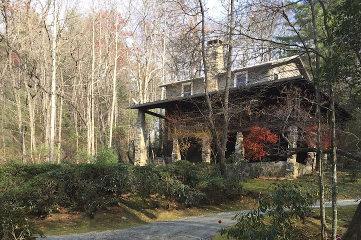 Pentimento ~ Upscale Mountain Vacation Home