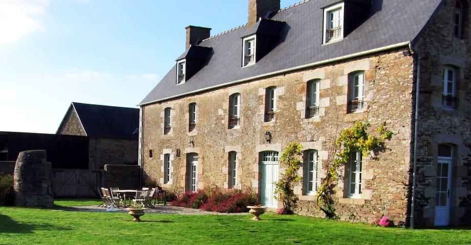 Facade de la maison & terrasse