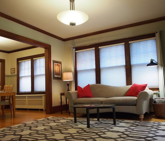 Classic, quiet, large 2-BR, near Macalester Coll.