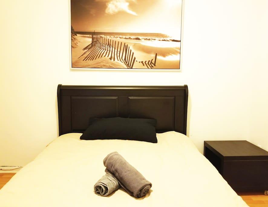 Chambre secondaire avec lit queen confortable