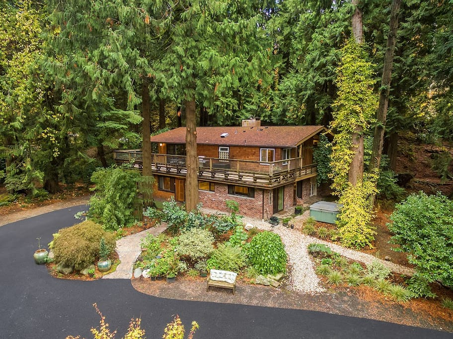 Lower-level unit with secure and private entrance.  No hot tub access.