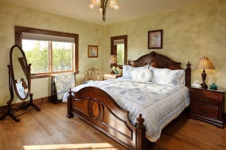 Eden Suite - Cabin Creek Landing Bed & Breakfast