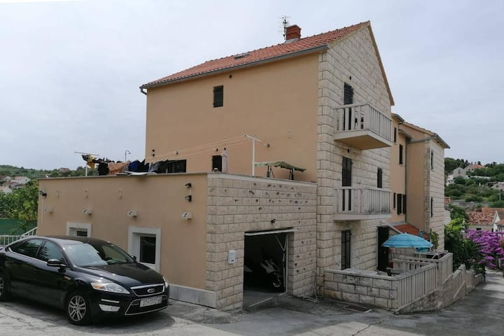 Two bedroom apartment with balcony and sea view Sutivan, Brač (A-17537-b)