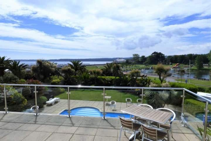 Fantastic Sea views, parking, 2 mins from beach