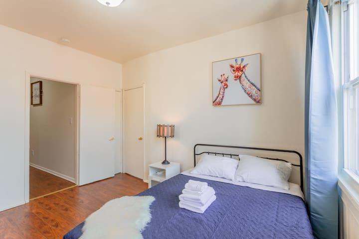 Bedroom 1: Queen size bed