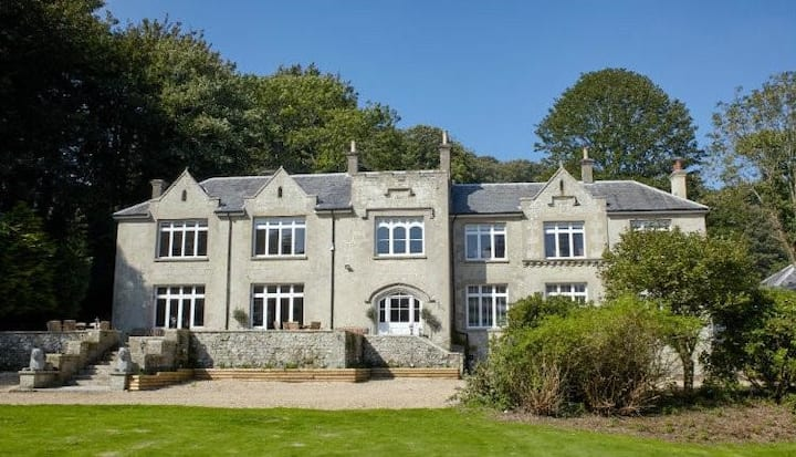An impressive 10 bedroom country house in 11 acres