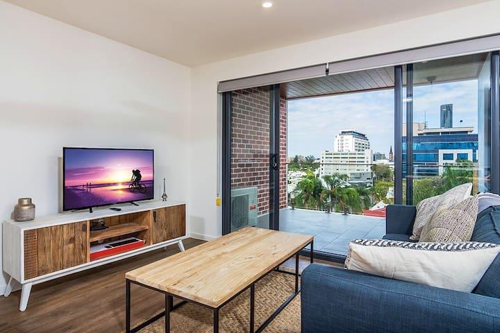 Slick 1 Bedroom + Carpark Apartment - walk to City