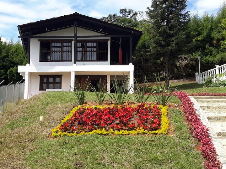 """""""Villa Gloria"""" Dos Chalets con Piscina privada."""