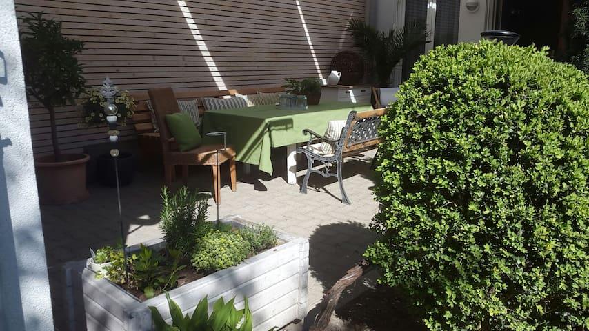 Charmante Studiowohnung mit Garten im Stadtzentrum - Bregenz - Appartement