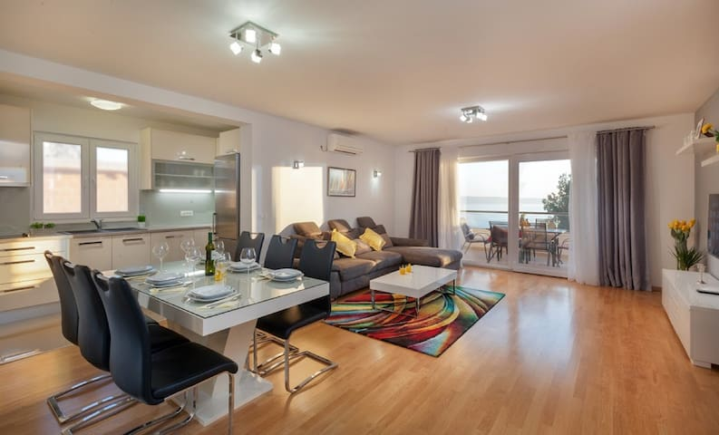 Apartman MaLu Makarska - Makarska - Apartament