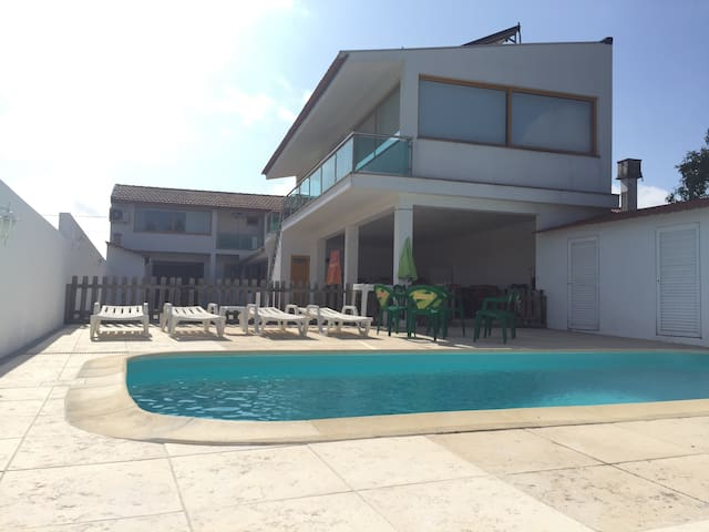 Villa, heated swimming pool, wifi!! - Santo André