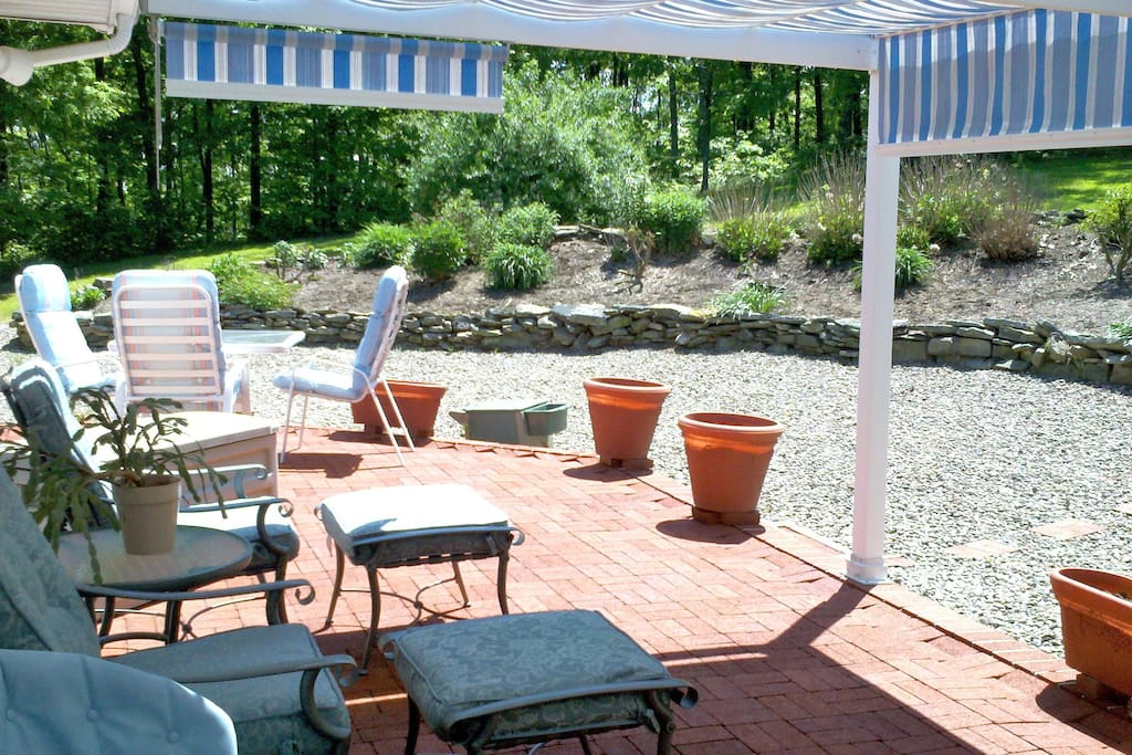 Spend some time on our patio with lounge chairs & dining table that seats 6. Gas grill available.