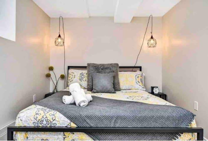 Lovely Glebe 1 Bedroom- steps to TD Place