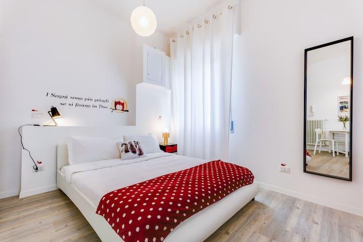 Bright and modern studio flat near Trastevere