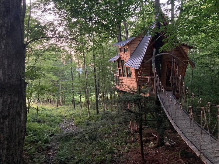 Treehouse at Bliss Ridge Farm - best view in VT