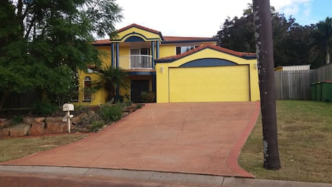 Large home  - convenient location for weddings, university and all other events in Toowoomba.  BED AND BREAKFAST.