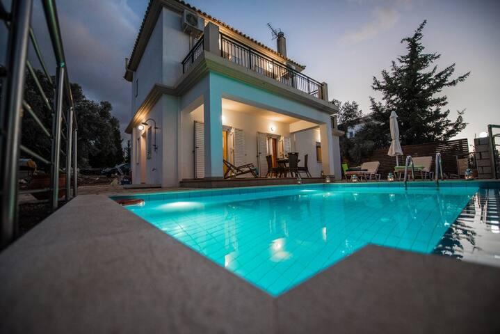Ionides Luxury Villas in Lefkada - Kalliphaeia - Tsoukalades - Villa
