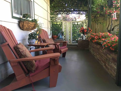 Cozy suite/private entrance &patio/no cleaning fee