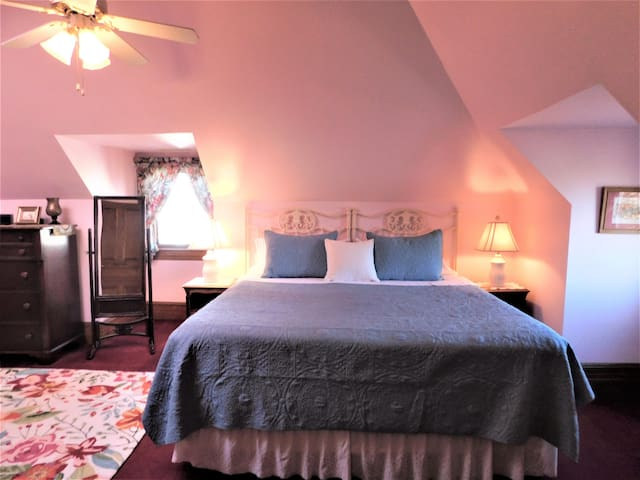 Page House Inn - Hulda's Room