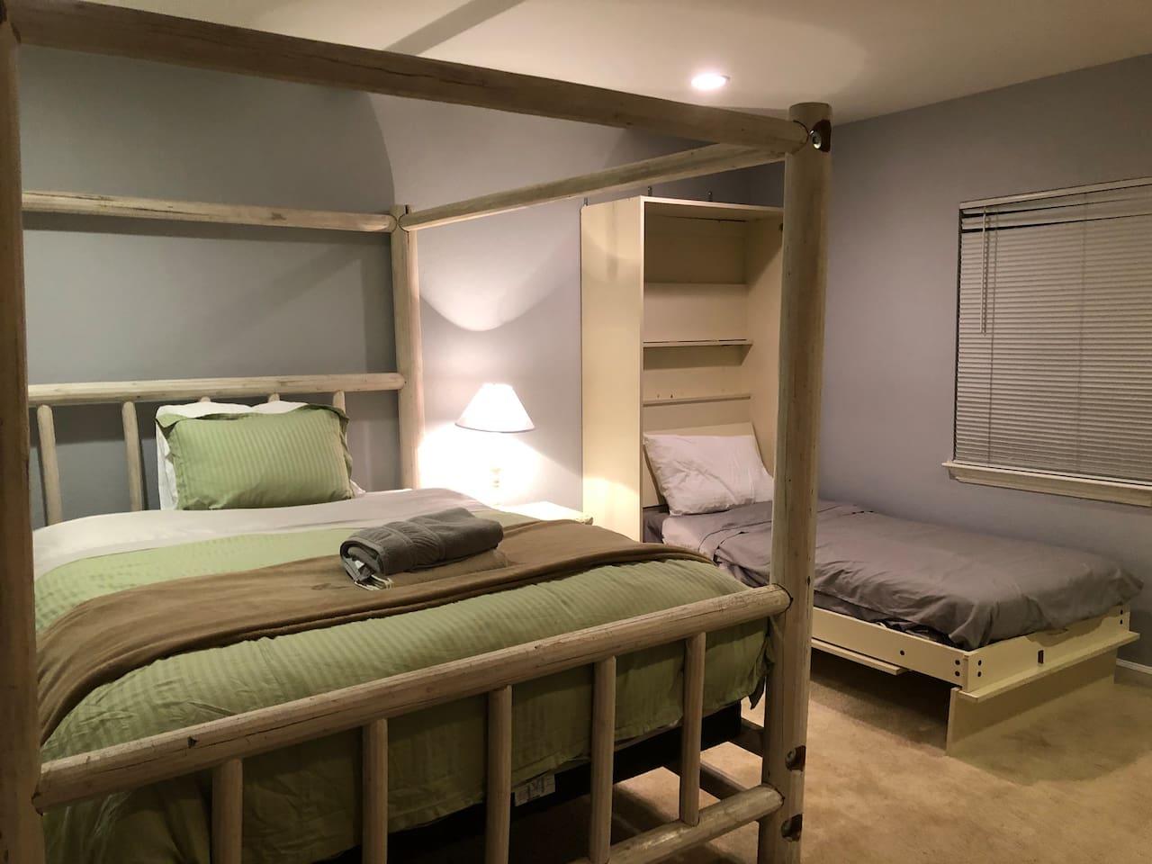 Master w/ 3 Beds (sleeps 4)