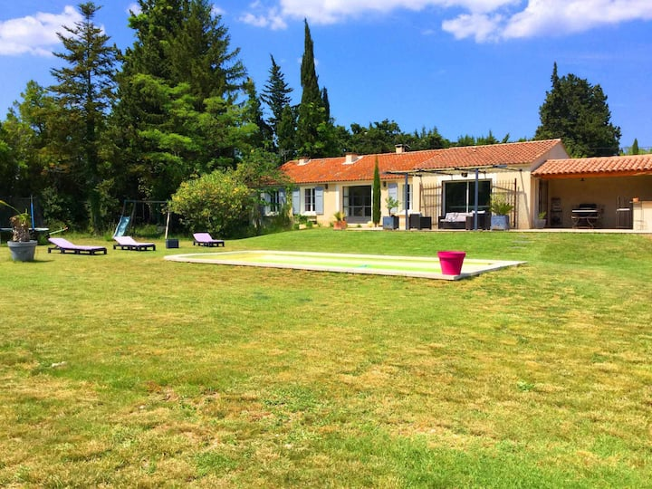 modern house with pool, near Baux de Provence and golfs, in Mouriès, 8 sleeps.