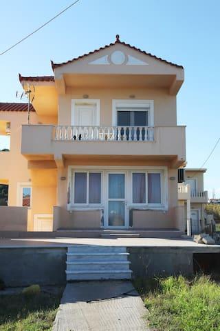 Κατοικία Μπαρόλα - Mourteri - House