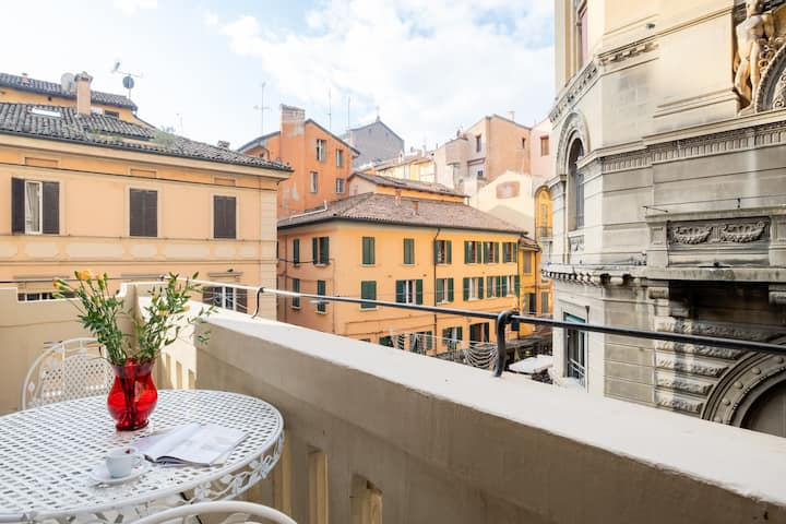 Panoramic view in the center of Bologna Apartment