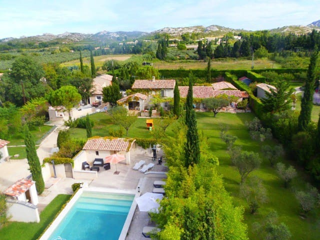 Superb air conditioned Gite with pool and sauna in the Alpilles in Maussane les Alpilles – Close to Saint-Rémy-de-Provence, 4/6 persons