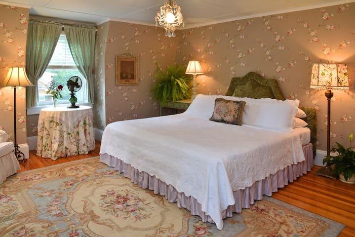 Roses - Hilltop House Bed & Breakfast