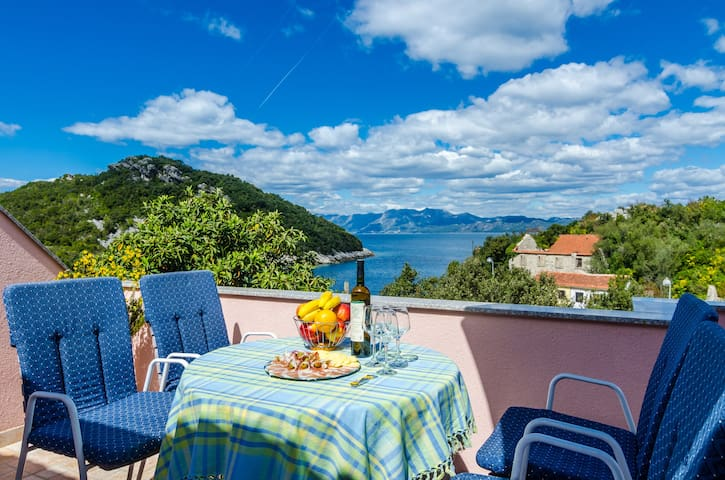 Bay of Dreams - Two bedroom aprt. with sea view