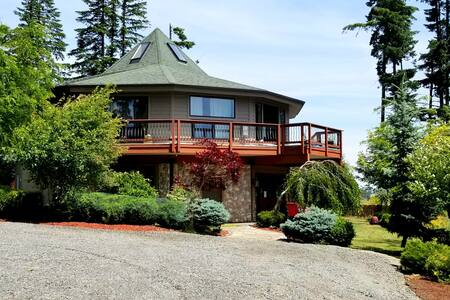 Columbia Gorge Hilltop Retreat