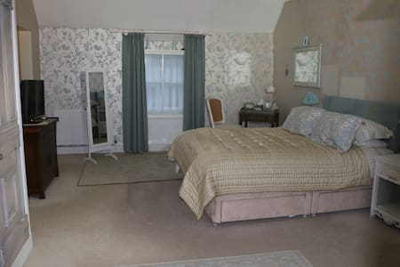 Relax and Unwind in our 'Bijou' Retreat - Charmouth