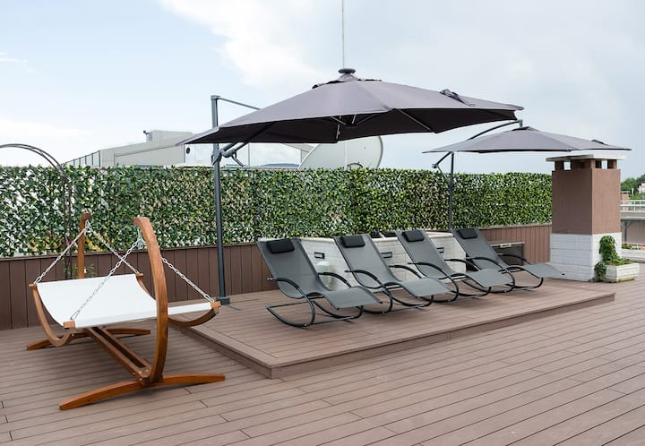 Under the Stars - Lux. Penthouse w/ POOL + Terrace