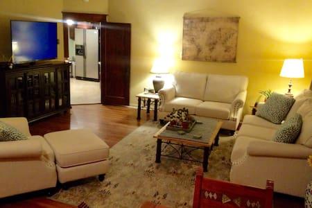 The In-law Oasis - Pueblo - Rumah