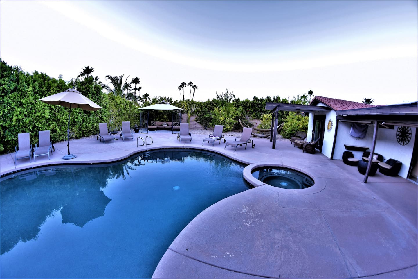 Beautiful large backyard and spacious interior. The Palm Springs Luxury House is equipped with everything guests desire for a perfect vacation.